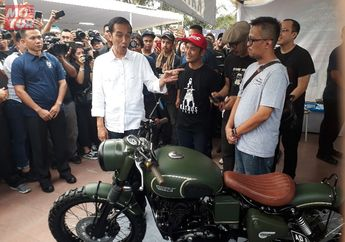 Menolak Saat Diminta Kendarai Motor Modifikasi Milik Gibran Rakabuming, Ini Alasan Jokowi