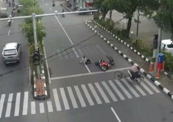 Ngeri, Detik-detik Ninja 250 Tabrak Becak di Surabaya, Bapak Tua Terkapar di Aspal