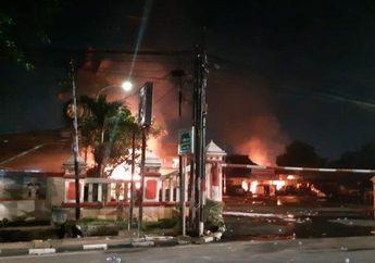 Anggota TNI Dikeroyok Tukang Parkir, Polsek Ciracas Dibakar, Begini Komentar Pedas Iwan Fals