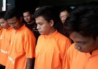 Ngeri! 8 Anggota 'Gengster Jakarta' Acak-acak Bekasi, Celurit dan Parang Disita Polisi