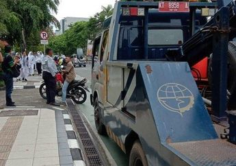 Gak Ada Ampun, Masih Nekat Parkir Di Trotoar, 9 Motor Langsung Tilang
