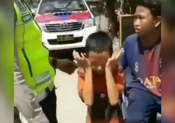 Viral! Video Anak Kecil Naik Motor Nangis Kena Tilang Polisi, Nggak Nyangka Begini Kelakuannya