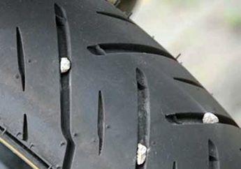 Batu Kerikil Keselip di Ban Motor, Ini Cara Bersihkan dan Manfaatnya