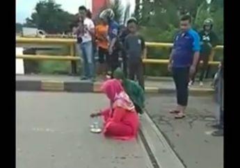 Terbongkar, Alasan Perempuan yang Duduk Sila dan Tutup Jembatan di Gowa, Sempat Diprotes Pengendara