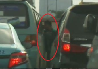 Tegang, Video Sopir Angkot Adu Jotos Lawan Pengojek Online, Helm dan Pukulan Mendarat di Kepala