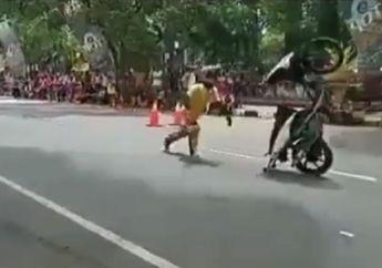 Video Freestyler Gagal, Motor Berdiri dan Mendadak Liar, Hajar Kerumunan Penonton