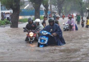 Ongkos Servisnya Bikin Panas Dingin, Mulai Sekarang Bikers Jangan Nekat Menerobos Jalan Banjir