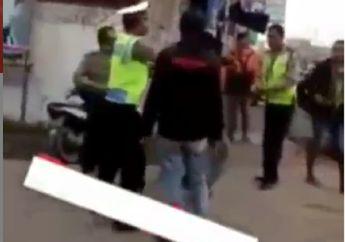Brutal! Video Pemuda Tonjok Polisi Karena Gak Terima Ditilang, Jalan Sempoyongan