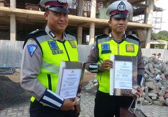 2 Polisi Yang Menilang Pria Perusak Motor Scoopy Ini Dapat Penghargaan