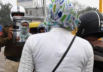 Unik, Begini Cara Polisi India Bikin Kapok Pemotor yang Gak Pakai Helm