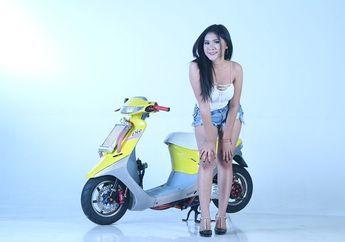 Vivian, Cewek Seksi Fans Valentino Rossi Ini Doyan Motor Matic