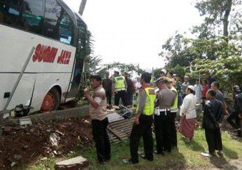 Ngeri! Ditabrak Bus, Dua Motor Jadi Korban, Kondisi Hancur Berantakan