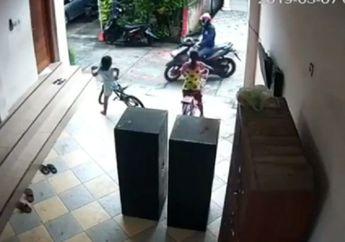 Lihat Video Ini Orang Tua Harus Waspada, Maling Bermotor Sasar Anak-anak, Sekali Tarik Putus