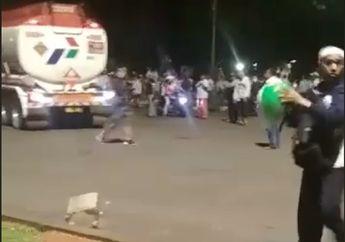 Mencekam! Video Detik-detik Truk Pertamina Dibajak, 2 Mobil Dibawa ke Depan Istana Negara