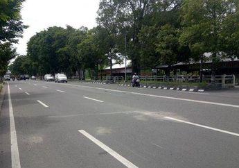 Tragis, Motor Tabrak Wanita Lagi Nyebrang Jalan, Kelindas Mobil Dari Lawan Arah
