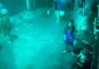 Brutal! Video Gerombolan Geng Motor Serang Warung di Jakarta Pusat, Dua Orang Luka Disabet Celurit