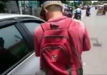 Video Pengemis Kaya Gegerkan Aceh, Minta Uang ke Pemotor Pulangnya Naik Sedan Mewah