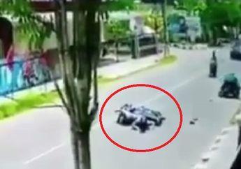 Video Nyebrang Jalan Sembarangan, Pemotor Terlibat Kecelakaan dengan Motor dari Lawan Arah