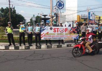 Jangan Sampai Keluar Duit Rp 750 Ribu, Polisi Makin Gencar Sosialisasi Pemotor Dilarang Merokok