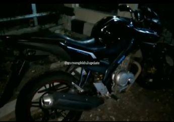 Video Motor Yamaha V-Ixion Tergeletak di Pinggir Jalan Gemparkan Warga, Polisi Sampai Bawa Bambu
