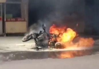 Video Pengunjung Rumah Makan Padang Panik, Motor Pengangkut Gas 3 kg Terbakar