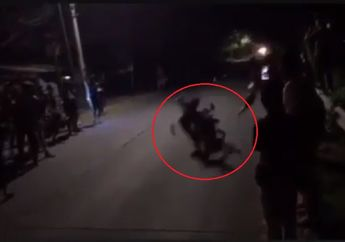 Ngeri, Video Detik-detik Penonton Balap Liar Dihantam Motor Balap Liar, Langsung Mental