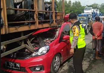 Rem Blong Penyebab Kecelakaan Fatal di Jalur Pantura, Honda Brio Ringsek Gak Berbentuk