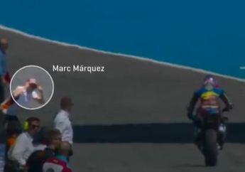 Waduh, Kenapa Nih Video Marc Marquez Kasih Kode Sama Adiknya Saat Start Dari Pit