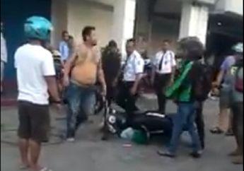 Video Detik-detik Pria Bertato Tendang Motor Driver Ojol, Tabrak Mobil Rebutan Jalan