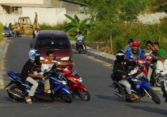 Street Manners: Ancaman Penjara 1 Tahun Menanti Pemotor yang Ngebut dan Ugal-ugalan