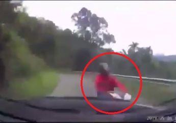 Ngilu! Video Honda BeAT Adu Banteng dengan Toyota Fortuner, Motor Hancur dan Pengendara Terpental