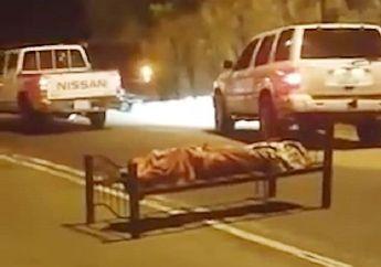 Viral Kasus Pembunuhan Misterius Bikin Merinding Pemotor, Mayatnya Ditaruh di Tengah Jalan