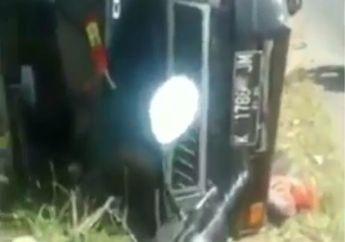 Miris, Mobil Pikap Terguling Tabrak Warung, Sopir Nangis Saksikan Pemotor Menjarah Ikan dan Ponselnya