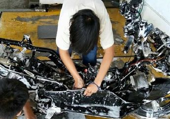 Kinclong Abis, Jasa Cuci Motor Komplit Sampai Rangka, Kelistrikan Korslet Gak Nih?