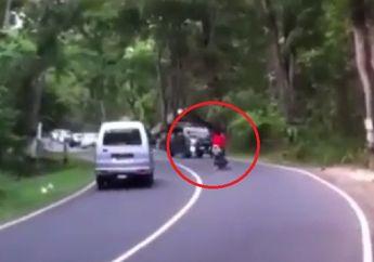 Ngilu, Video Detik-detik Motor Kawasaki Ninja 150R Hilang Kendali Nyaris Diseruduk Konvoi Mobil