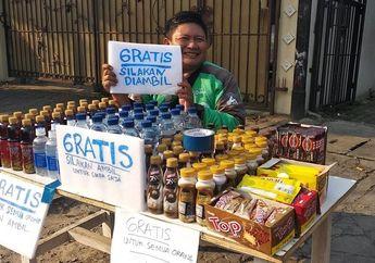 Kawasan Tebet Mendadak Macet, Driver Ojek Online Bagikan Makanan dan Minuman Gratis Buat Buka Puasa