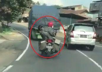 Video Boncenger Motor Ngantuk Berat, Motor Sampai Oleng Hampir Jatuh Ke Jalan Raya