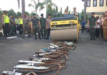 Gak Ada Ampun, Puluhan Knalpot Racing dan Brong Sitaan Polisi Hancur Digilas Alat Berat