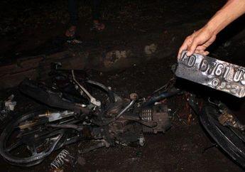 Kok Membakar Motor Sendiri Sampai Hangus Setelah Menabrak Halte Bus