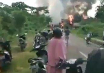 Buton Membara, Video 56 Rumah Hangus Dibakar, Satu Orang Disabet Senjata Tajam, Konvoi Motor Jadi Pemicu