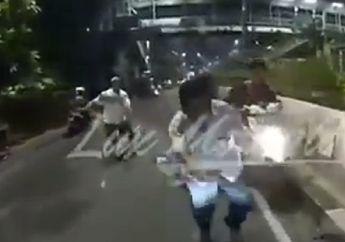 Mencekam, Video Penangkapan Jambret Hp Yang Kabur Meninggalkan Motornya