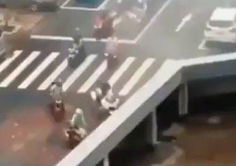 Merinding Video Puluhan Motor dan Mobil Tiba-tiba Hilang di Jembatan