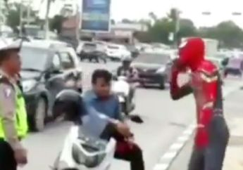 Tegang, Naik Motor Yamaha NMAX di Jalan Raya, Spiderman Gemeteran Ditilang Polisi
