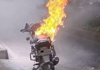 Street Manners: Bukan Teriak, Ini 5 Langkah Jika Ada Motor Terbakar di Tengah Jalan