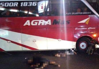 Mencekam, Honda BeAT Tertancap di Ban Depan Bus Agra Mas, Dua Orang Terkapar di Aspal