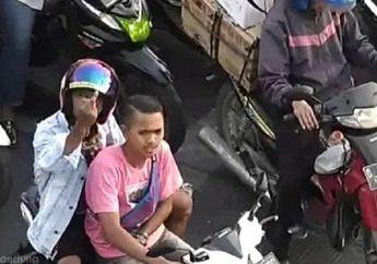Gak Tahu Malu, Ditegur CCTV Bersuara di Lampu Merah, Pemotor Malah Acungkan Jari Tengah