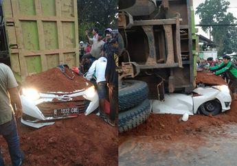 Breaking News, Karawaci Macet Truk Tanah Timpa Daihatsu Sigra, Driver Ojol Ikut Evakuasi