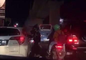 Video Pengendara Honda HRV Terlibat Perkelahian dengan Pemotor, Sampah Beterbangan dari Kaca Mobil