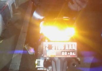 Bikin Bingung, Pemotor Meyalakan Lampu Hazard, Gunanya Apa Ya?