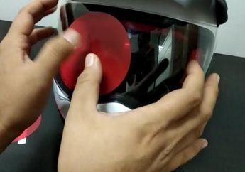 Jajal Pasang Stiker Film Anti Air Untuk Kaca Spion Mobil di Kaca Helm, Kira-kira Berhasil Gak?